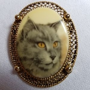 Gold Tone Cat Portrait Brooch
